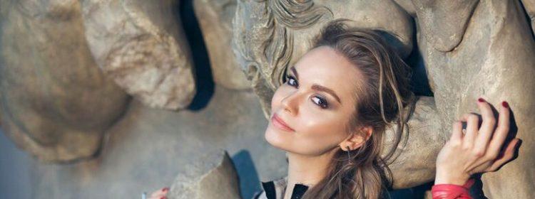 Sasha Almazova preview top